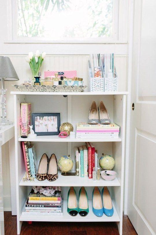 Rangement déco des chaussures dans la chambre  http://www.homelisty.com/deco-pas-cher/