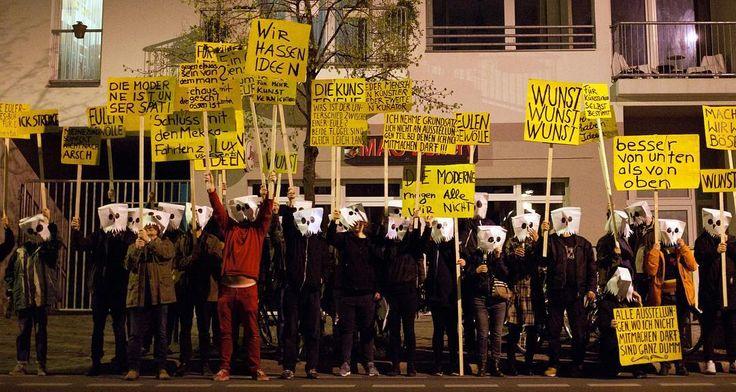 danielchluba #wirwollennichtzurdocumenta14 http://wirwollennichtzurdocumenta14.de/ #documenta #documenta14 #adamszymczk #sorryadam #WirtragenkeineEulennachAthen #wirhassenideen #raumfürdrastischemaßnahmen  Wir tragen keine Eulen nach Athen.  Auftakt zur documenta ulaanbaatar kassel  Am 28. November 2013 gründete sich die Onlinepetition (Bewegung mit Internetpräsentation) wirwollennichtzurdocumenta14.de