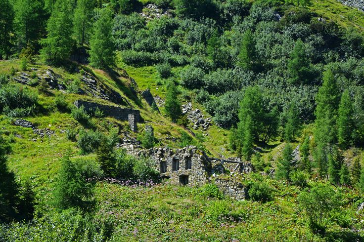 Old remnants of a house on my 20 km long way, about 2000 metres above the sea level. Author-Tereza Večerková