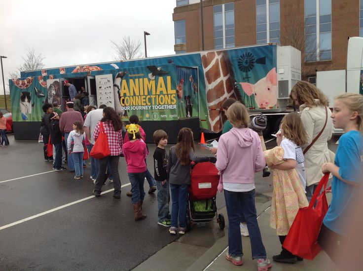 Visitors line up to check out the #AnimalConnections truck at the North Carolina State Veterinary School. #pets #animals #veterinarymedicine  http://animalconnections.com/