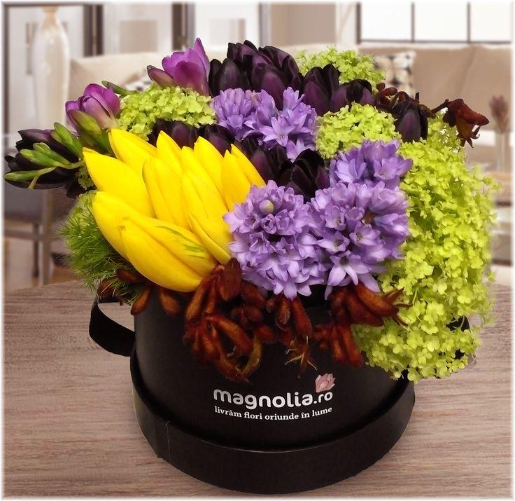 Aranjament floral cu flori de primavara. Contine lalele galbene, zambile, hortensii si frezii si este creat de artistii nostri pentru a te ajuta sa aduci primavara in sufletul celor dragi.