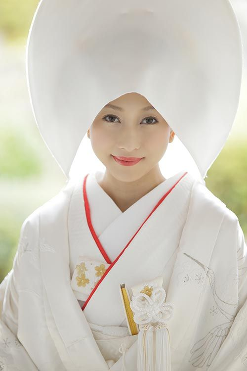 Japanese wedding, Bride of Japan. Wataboushi 綿帽子 Beautiful white kimono.