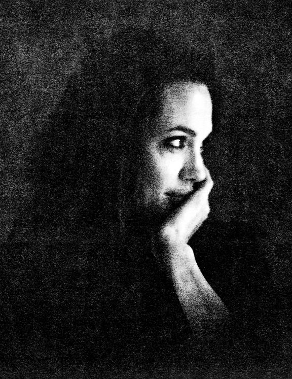 LomoStars: Brad Pitts Schwarz-Weiß-Portraits von Angelina Jolie in Analogue Lifestyle in unserem Magazin - Lomography