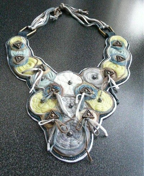 Originálny plstený náhrdelník 3