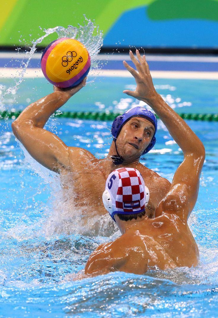#SRB defeats #CRO 11-7 to win #gold in men's #waterpolo! Congrats! #Olympics #Rio2016
