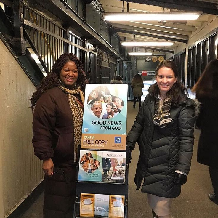 Public witnessing in Long Island City New York USA. Photo shared by @22kintsukuroi