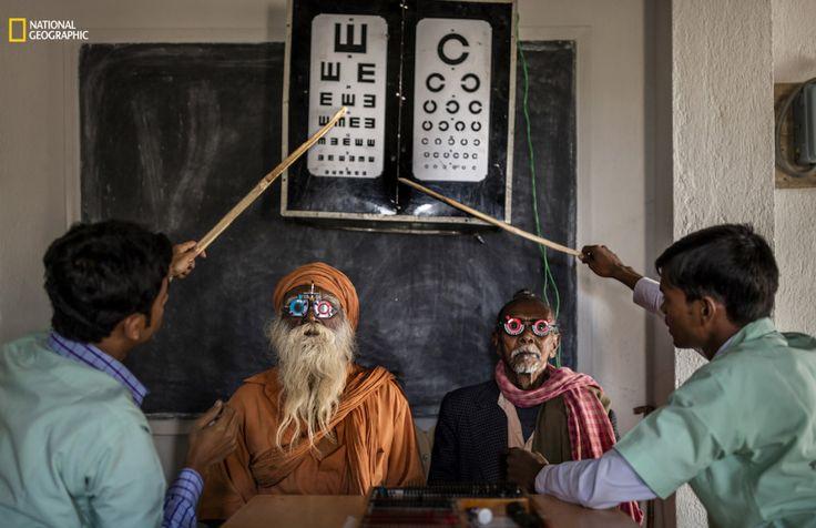 Exame oftalmológico na Índia - Brent Stirton