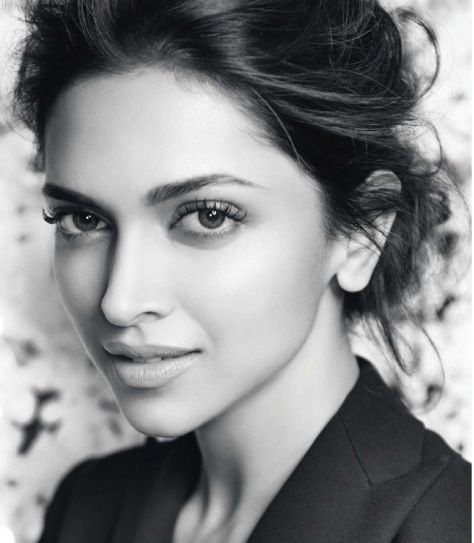 Deepika Padukone!! wooooow.. she is lookin gorgeous!! :-)))))))