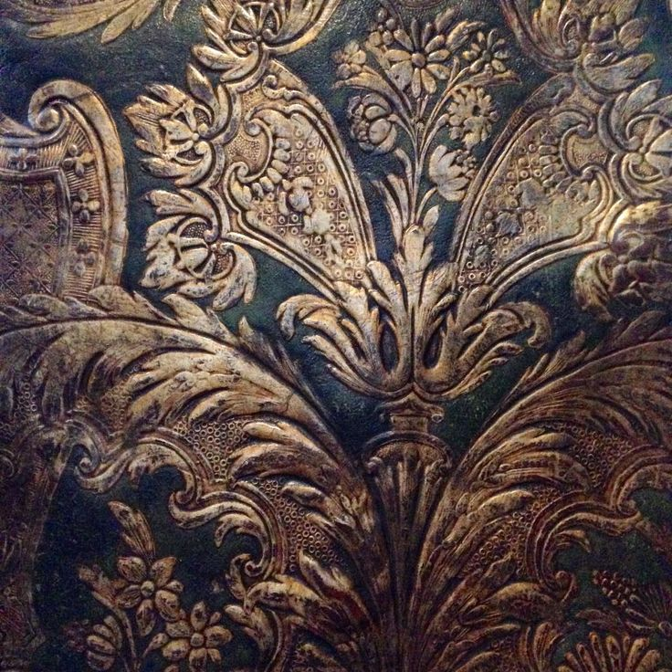Do you like this #acanthus?  #goudleer or #giltleather was a painting on leather and was very popular as #walldecor during the #16thcentury and #17thcentury  #pattern #museumplantinmoretus #plantinmoretus #ihavethisthingwithwalls #visitantwerp
