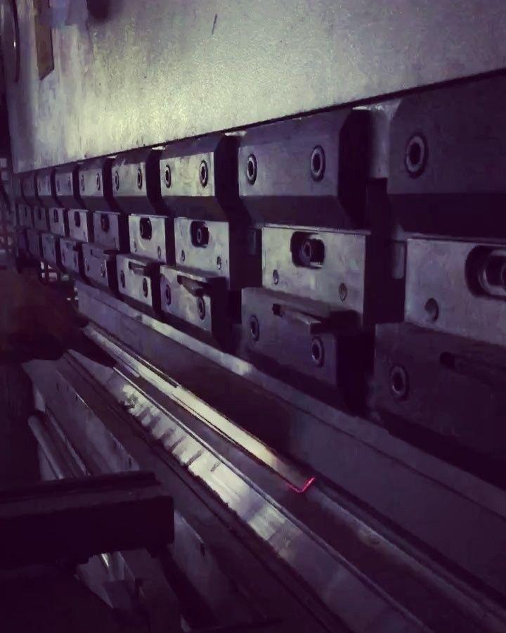 "Instagram'da otimsan - family business: ""we are bendig sheet metals by CNC machine 🦁 #gevelreclame #skyltar #skylt #skilt #valomainos #ensiegne #reclame #signage #wayfinding…"""