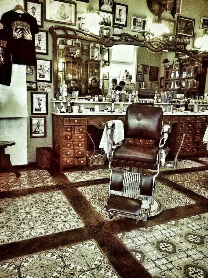 17 beste idee n over barber shop interior op pinterest winkelinterieurs industri le rekken en - Barber shop interior ...