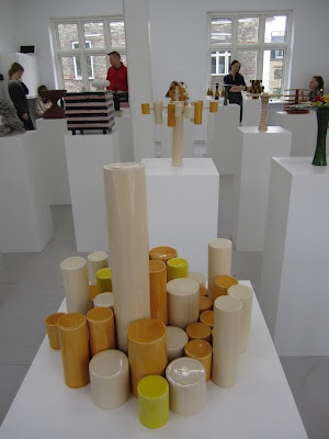 """Keramiklærer Mikael Jacksons bud på et kagefad på udstillingen """"Inhabitants"""" på Copenhagen Ceramics. Rost i Smagsdommerne på DR2. #odderhojskole #art #ceramics"""
