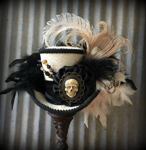 Mini Top Hat cappello cranio nero e crema scheletro di ChikiBird