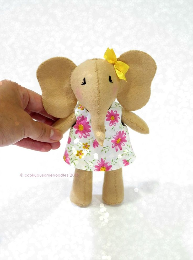 Image of Little Elephant - Pink Daisies