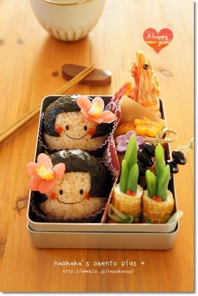 Kawaii Japanese Little Girl Onigiri Rice Balls Bento Lunch (Tsubaki Flower Made by Tsukemono Pickles)|キャラ弁