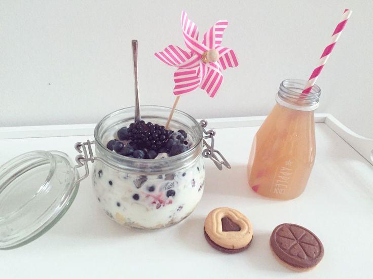 Little breakfast is cute, yogurt parfail, in jar, jar, fruits, breakfast, a maxi version, recipe Bon Apetit ;)