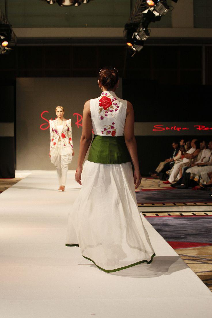Designer Shilpa Reddy showcased her collection at India Fashion Week Dubai #IFWD #shilpareddystudio #chanderi #silk