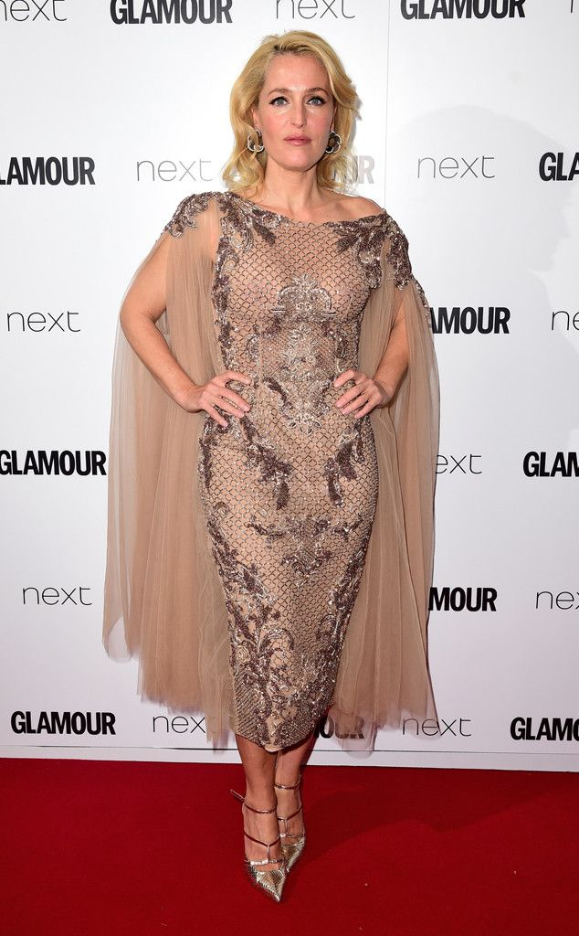 We are convinced that Gillian Anderson is aging backwards! DAMN. 2015 Glamour UK Women of the Year Awards.