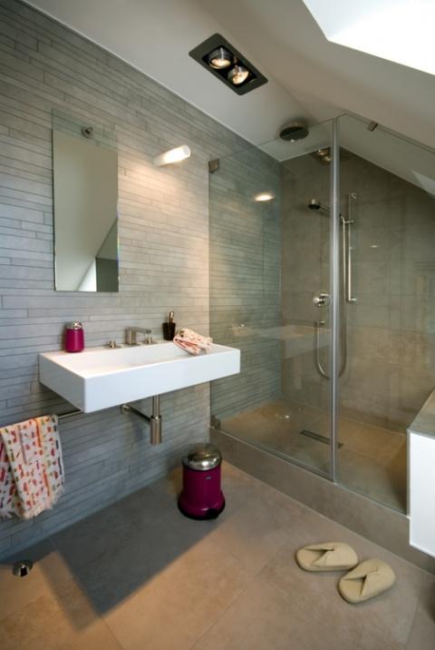 Bad mit dusche besser dachausbau in 2019 attic for Badezimmer mit dusche ideen