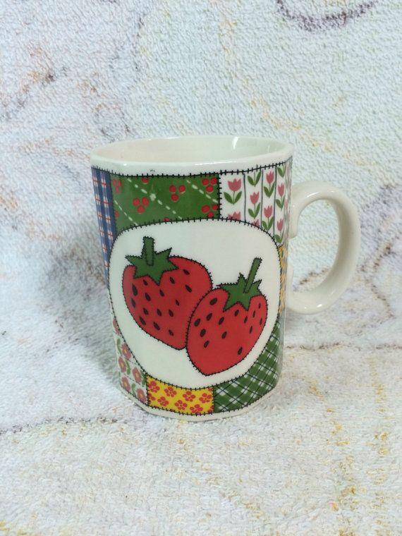 Vintage Otigiri Japan Erdbeeren und Patchwork-Becher von TheOddOwl