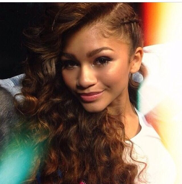 Pinterest:@ ashaunti n #Zendaya #Beauty #Hair