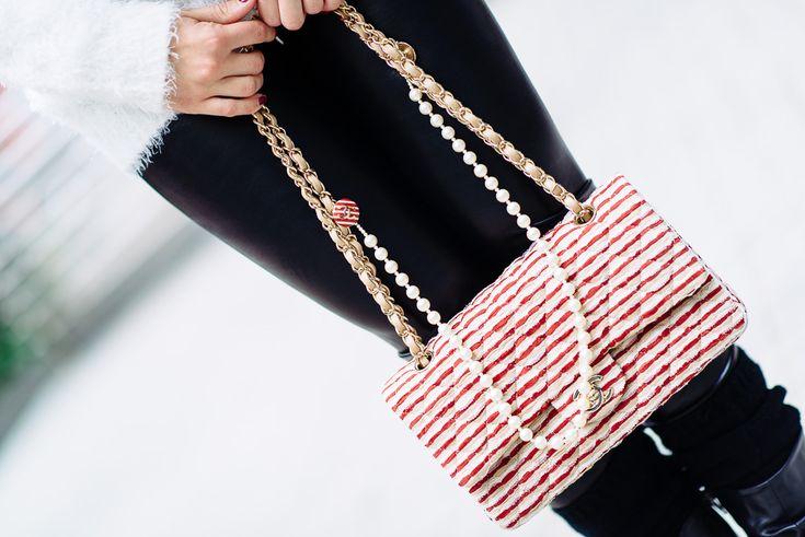 Salti generazionali dovuti all'immensa creatività di Karl Lagerfeld, che tra righe rosse, perle, nappa ed elegante pelle, presenta la collezione borse 2014.http://www.sfilate.it/216467/chanel-le-nuove-borse-della-cruise-collection-2014