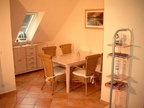 Ferienwohnung Usedom Ostseebad Zempin Zempin Situated in Zempin, this apartment features a balcony. The property is 26 km from ?winouj?cie and free private parking is featured.  A dishwasher and an oven can be found in the kitchen. A flat-screen TV is available.