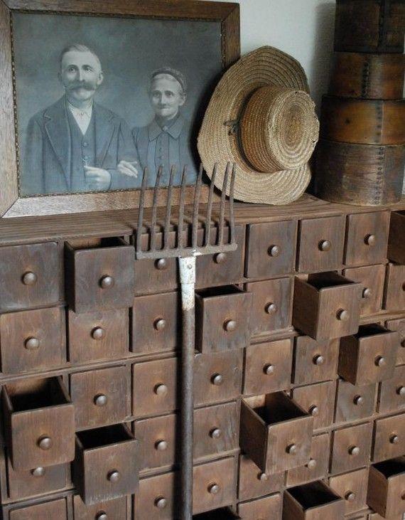 Primitive 64 tiroir apothicaire main construit placard début ferme antique en bois commode armoire