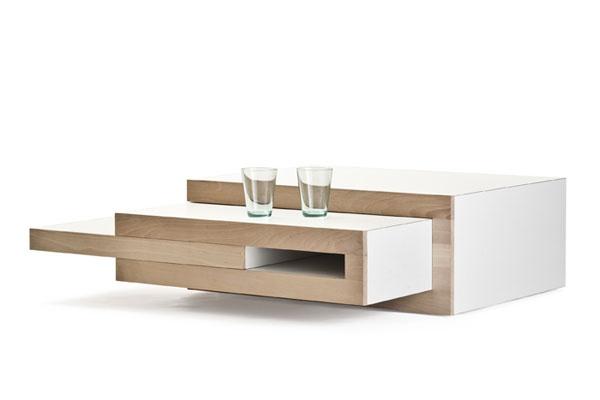 Een koffietafel die zich aanpast aan jouw 'koffiebehoefte', zo omschrijft de Nederlandse ontwerper Reinier de Jong zijn ontwerp van een salontafel. Het ideale meubel voor kleine ruimtes, maar door de vele variaties kan het simpele, elegante ontwerp toch ook een blikvanger worden in veel interieurs.