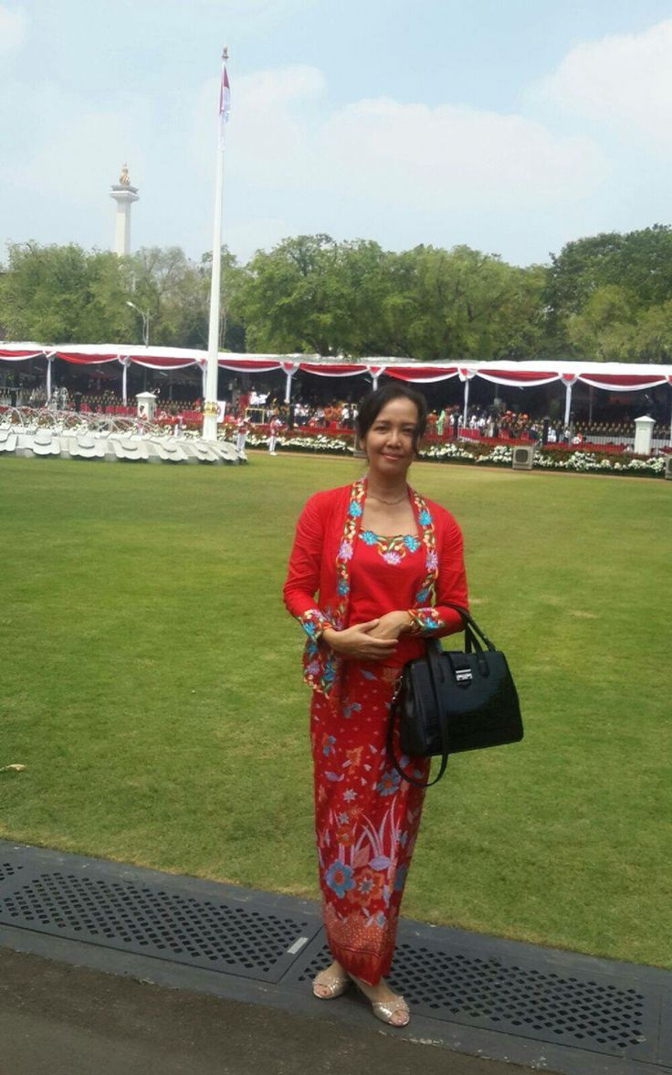 Prosidawaty M T Indonesian ceremony Indonesian flag Indonesian traditional kebaya Indonesian President Palace