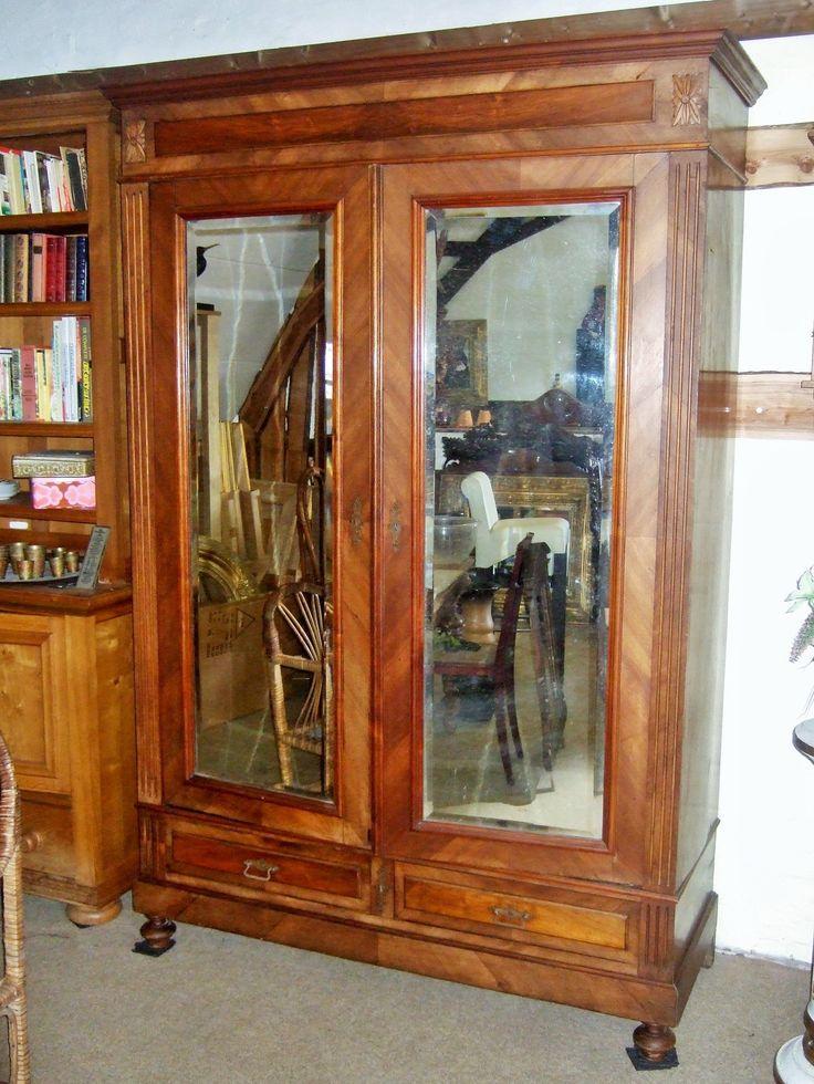 Antieke Franse  Spiegelkast linnenkast kledingkast Mahonie gefineerde kast  is van eind 19e eeuw. 2 grote facet geslepen spiegeldeuren. Hoog 218 cm. breed 143 cm. diep 55 cm. www.goemansmeubelen