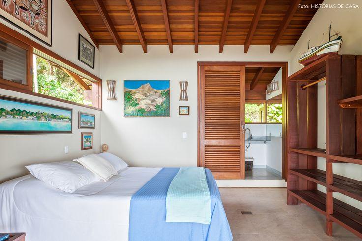 Quase toda semana a arquiteta Joana Corbett pega a estrada para Ilhabela para curtir alguns dias de descanso na casa de praia da família.