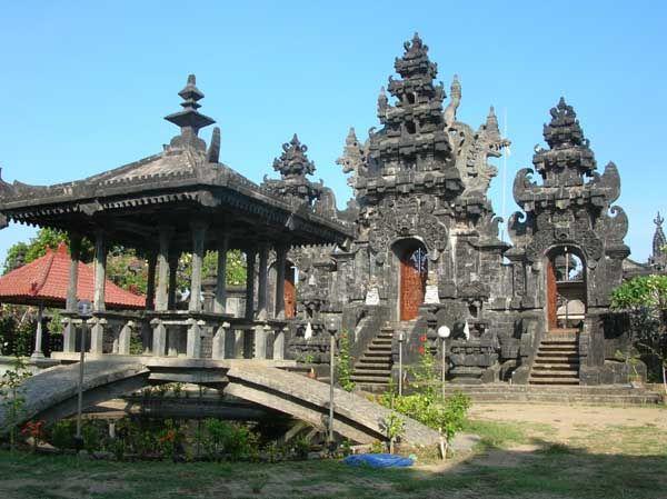Wisata Ponjok Batu  Singaraja Bali