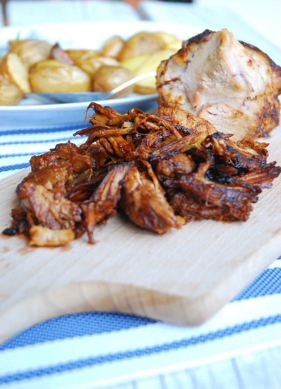 Pulled pork to wieprzowina pieczona bardzo długo w niskiej temperaturze z różnymi przyprawami. Ja zainspirowałam…