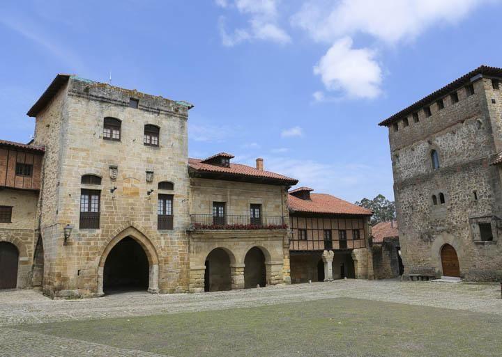 pueblo medieval de Santillana del mar en Cantabria