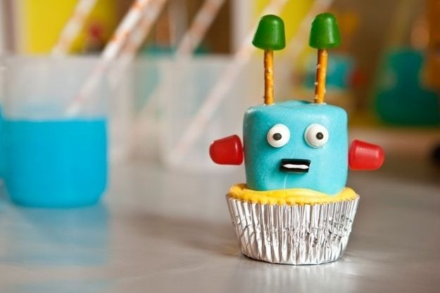Robot Cupcakes Made From Marshmallows and Gumdrops