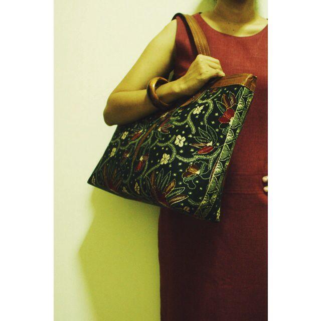 15 % off for this Anjani Tote Bag in Black Floral Batik.   #sale