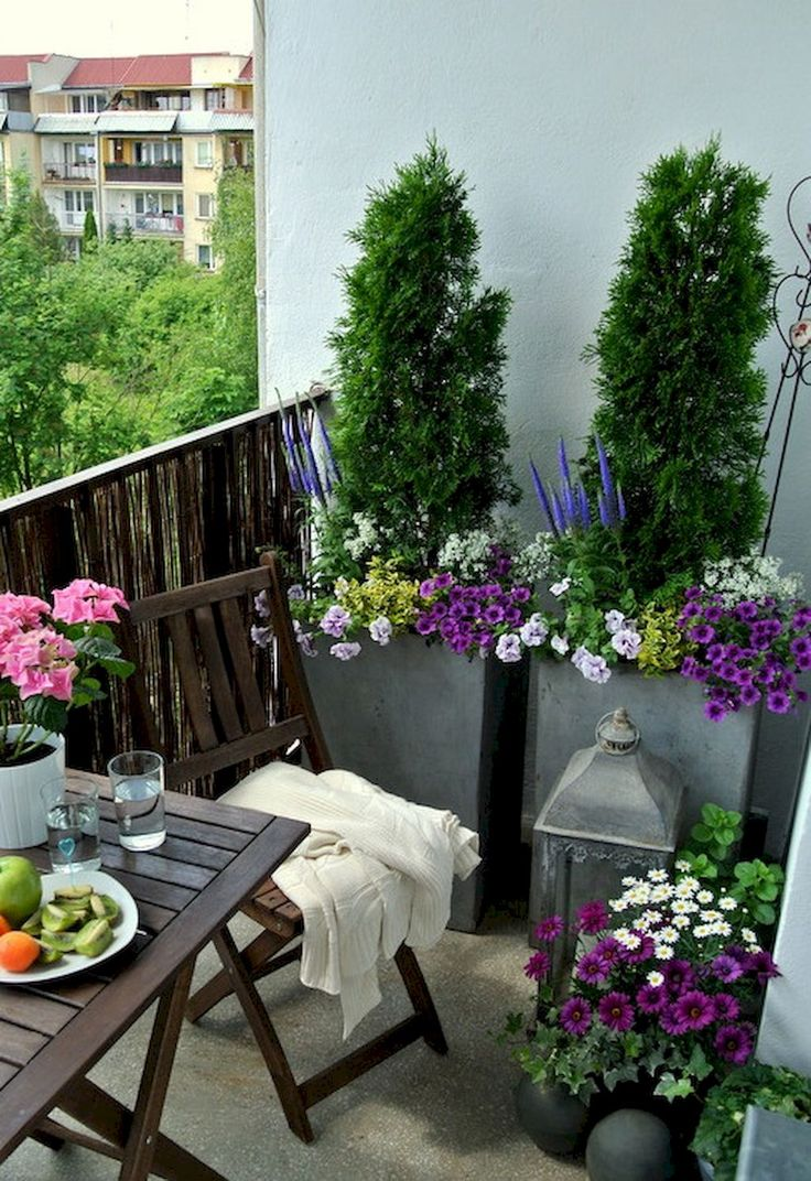 Best 25 apartment balcony decorating ideas on pinterest for Apartment patio garden design ideas