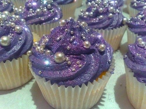 Purple icing and pearl cupcakes!