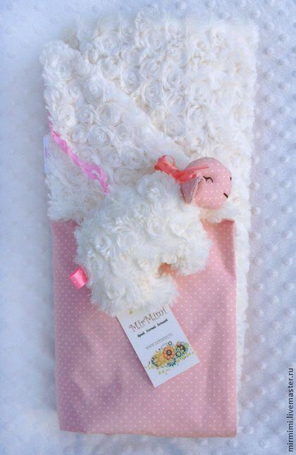 Пледы и одеяла ручной работы. Ярмарка Мастеров - ручная работа. Купить Плед для новорожденных Розовые сны с сенсорной игрушкой. Handmade.