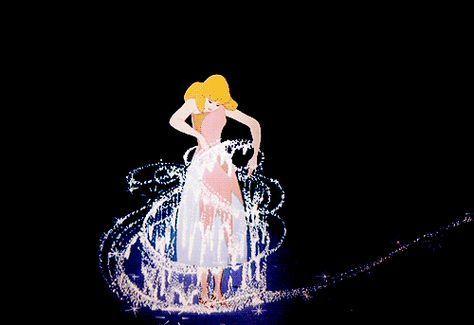 Cinderela transformando-se em princesa
