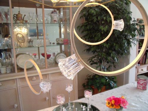 Embroidery hoop + faucet handle = big wedding ring. Perfect for throwing a shower!