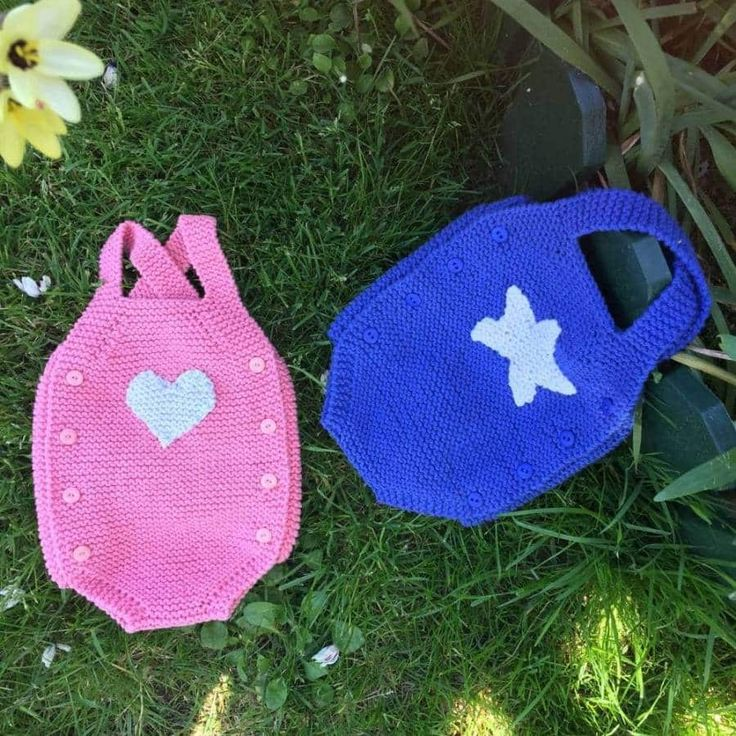 2 patrones DIY de pelele bebé a dos agujas, osea sin costuras para recién nacidos o primera postura, un precioso conjunto para bebé.