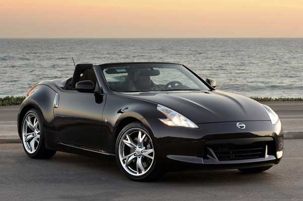 Nissan 370Z convertible.  Nice.