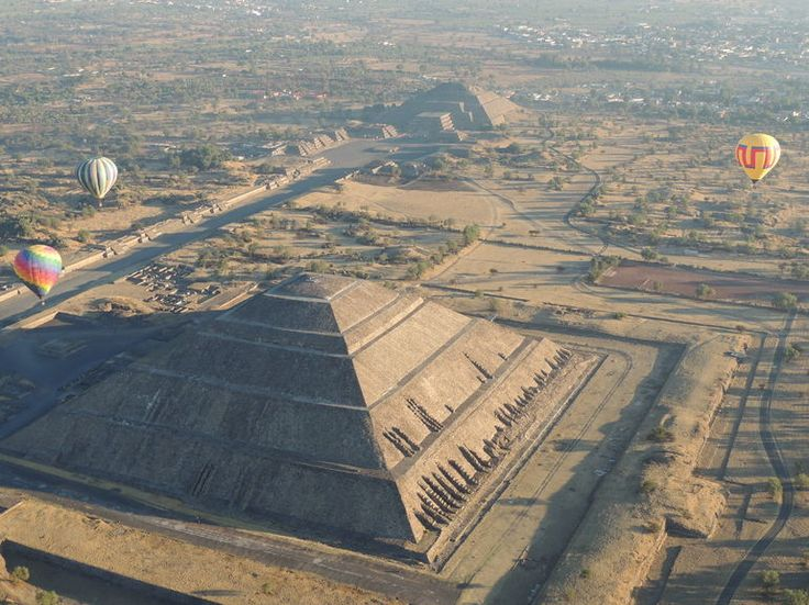 Hot air balloon flight over the Teotihuacan Pyramids -Mexico