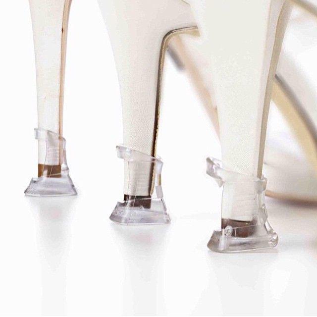 ハワイウェディングの花嫁さんからのご注文で多いのが#ヒールプロテクター ✨* * ガーデンウェディングの花嫁さんは、女性ゲストに入り口で配るそう‼️ * * 私はしょっちゅう靴をダメにするので、どんな靴買ってもワンシーズンしか保たない。ヒールなんて1日で皮が剥けてる❗️ 私的にコレが日常で流行って欲しいです。涙 * * * #eym三女 #至れり尽くせりな時代です #私のときは土にウェディングシューズがこれでもかってくらい穴開けてた #おてんばか