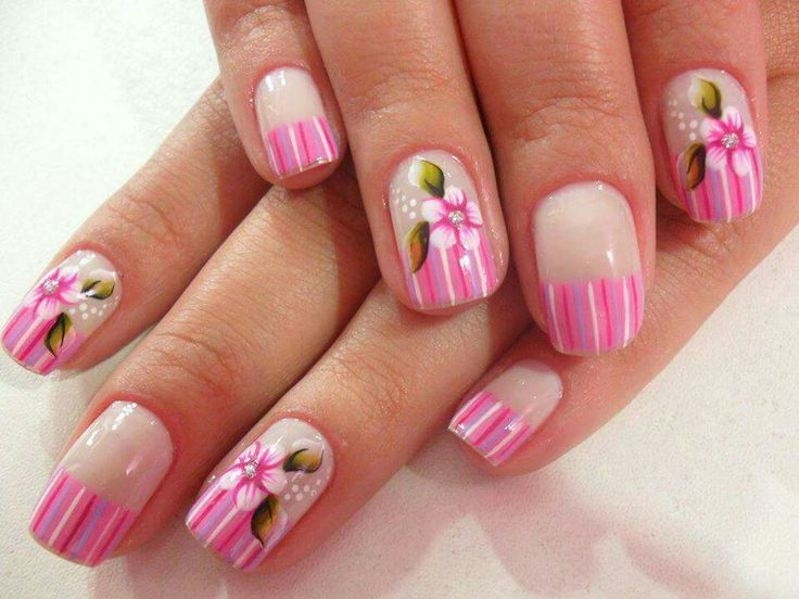 Flower with stripes nail art
