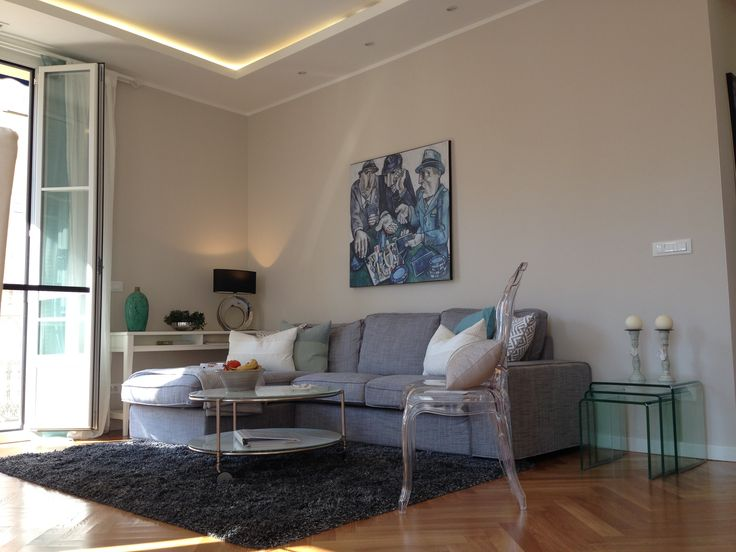 Looking for an apartment to rent for your holidays? #ApartmentVictorHugo #RentinNice #livingroom  #travel #travelblogger #travelling #grey #soffa # Ikea #shortrentals #glas #cushions #white
