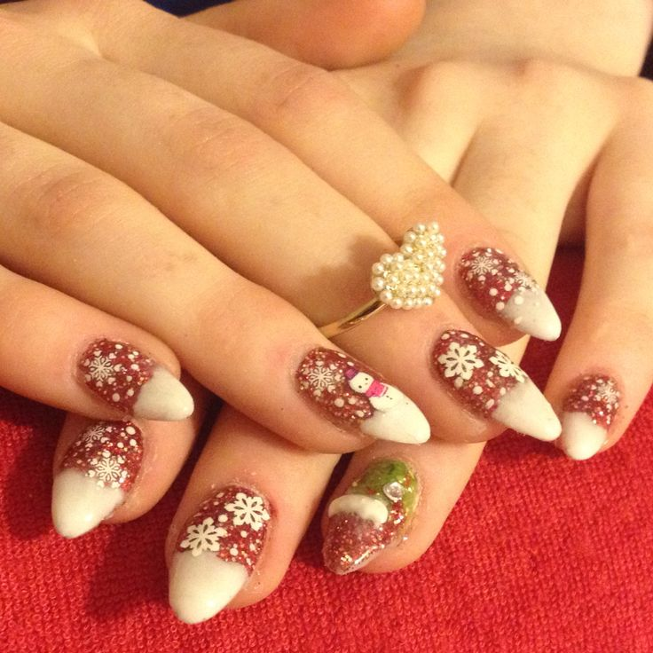 Christmas nails at Mystique Nails in parksville call text or Facebook Nails-By Ellie 250-228-0622 to schedule an appointment today acrylics 35$ till December 25, 2015 gels 40$ till December 25, 2015