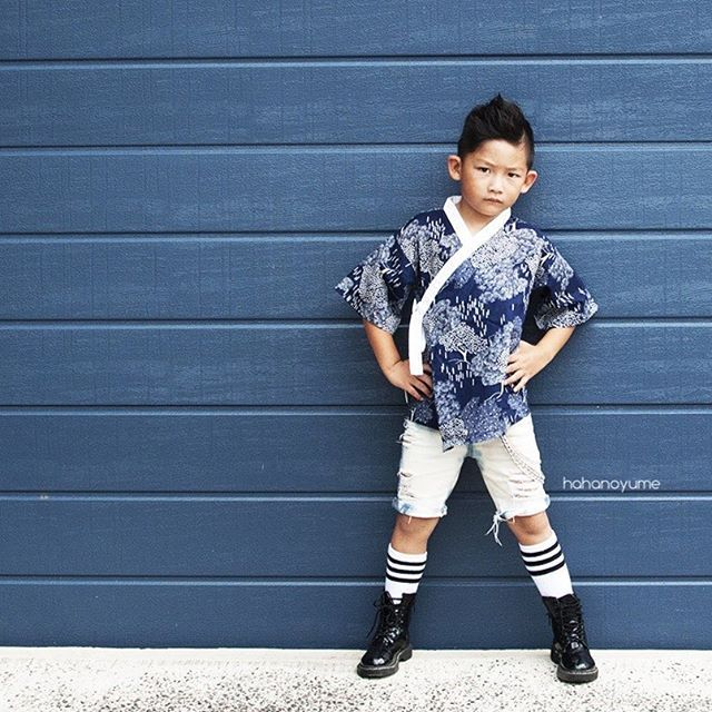I just love love love how mama Chloe @ethan.and.evan is able to capture gorgeous shots of her two handsome sons and make our outfits stand out. So editorial! Thank you!    Meet 5-yo, totally rad, bilingual French/English speaking Ethan, who is in our 3-4T Kouhei こうへい , which means calm and peace, also available in 12-18m, 18-24m and 2-3T.   Shop now at www.hahanoyume.com (link in bio) or dm to place your order.    We deliver worldwide! FREE international shipping and handmade happy bunti